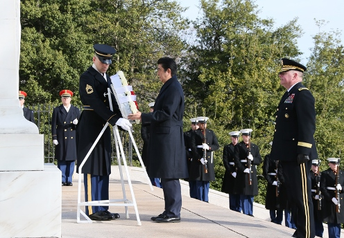 Photograph of the Prime Minister offering a wreath at Arlington National Cemetery