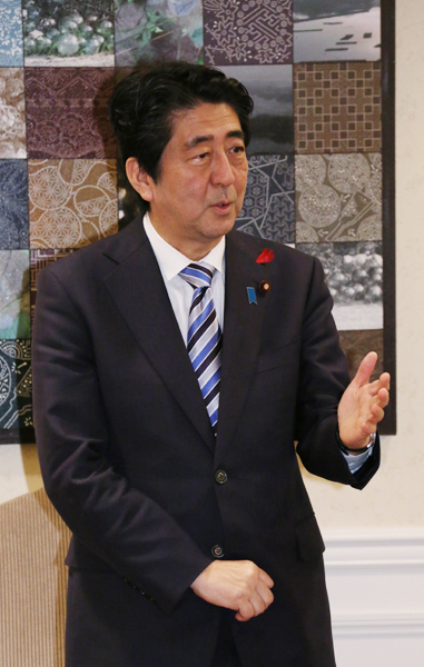 Photograph of the Prime Minister encouraging local supporters from Mie Prefecture (2)