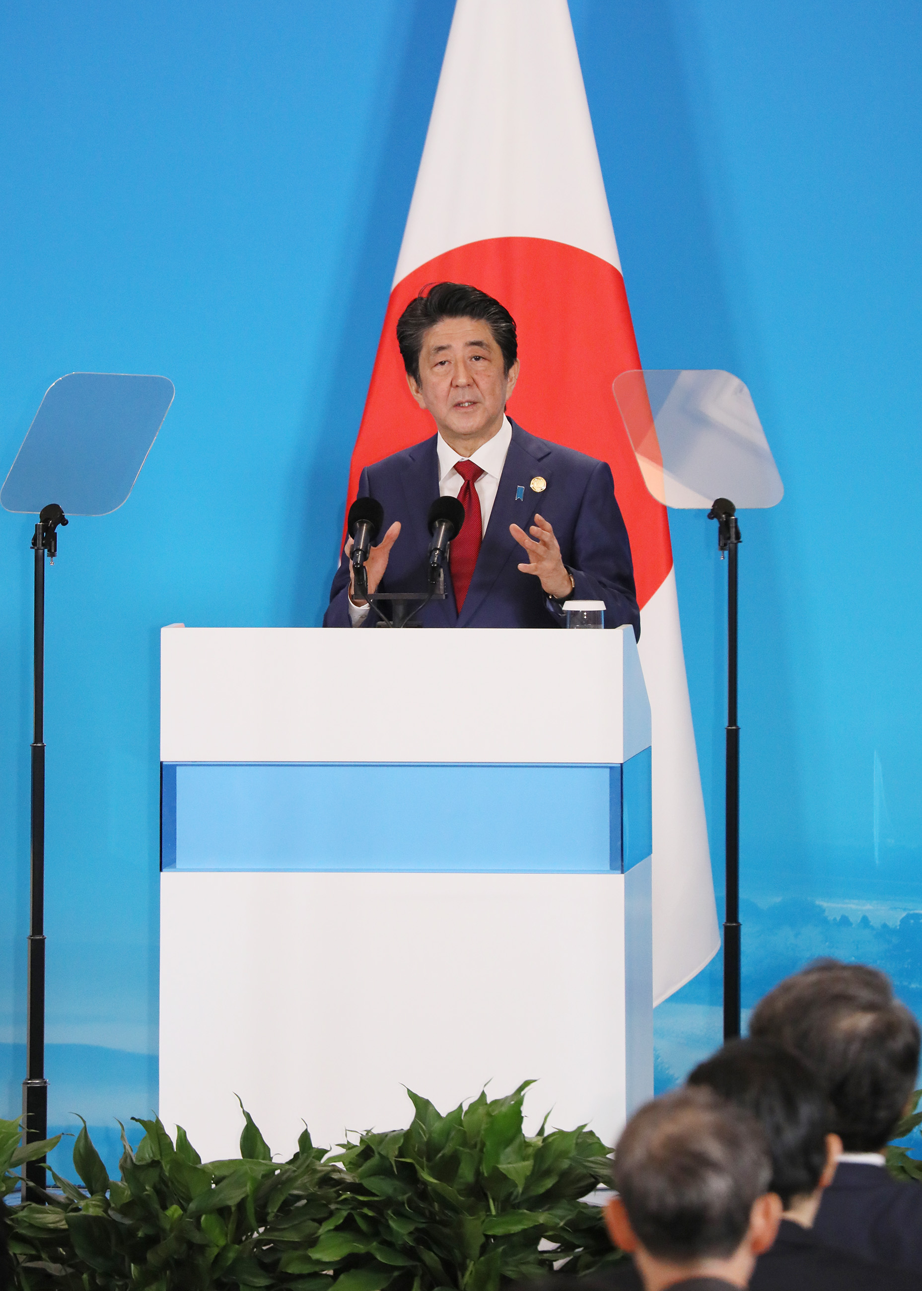 Photograph of the Japan-China-ROK joint press announcement (2)