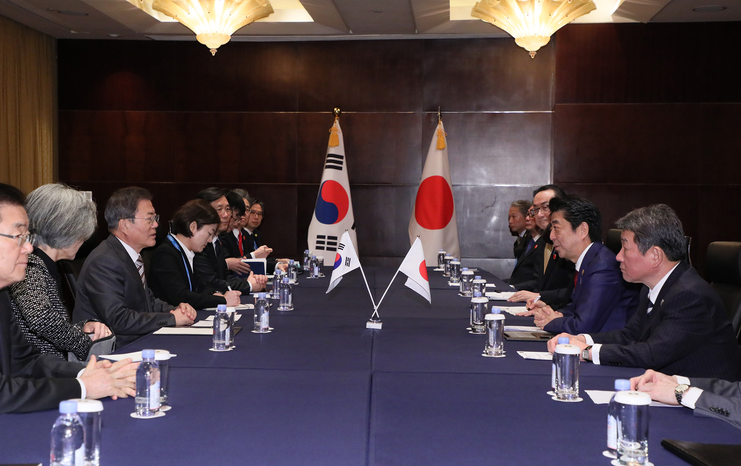 Photograph of the Japan-ROK Summit Meeting (2)