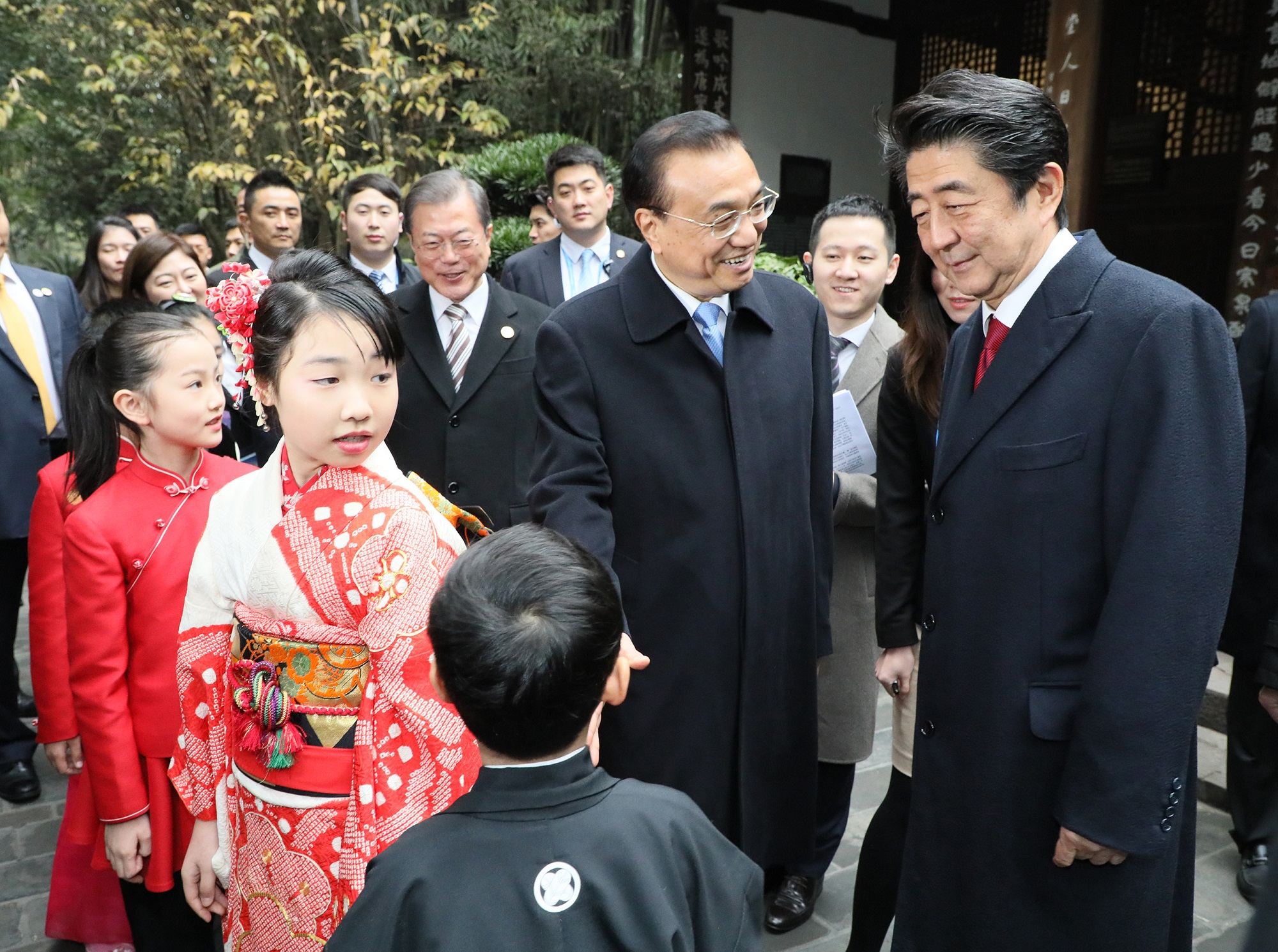 Photograph of the Prime Minister attending the ceremony to commemorate the 20th anniversary of Japan-China-ROK trilateral cooperation (5)