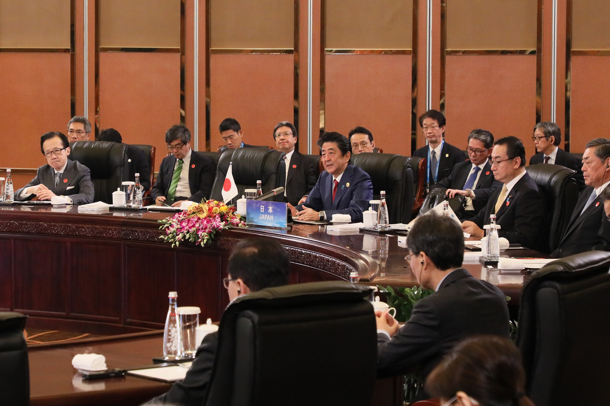 Photograph of the Prime Minister making a statement at the Japan-China-ROK Trilateral Summit Meeting (1)