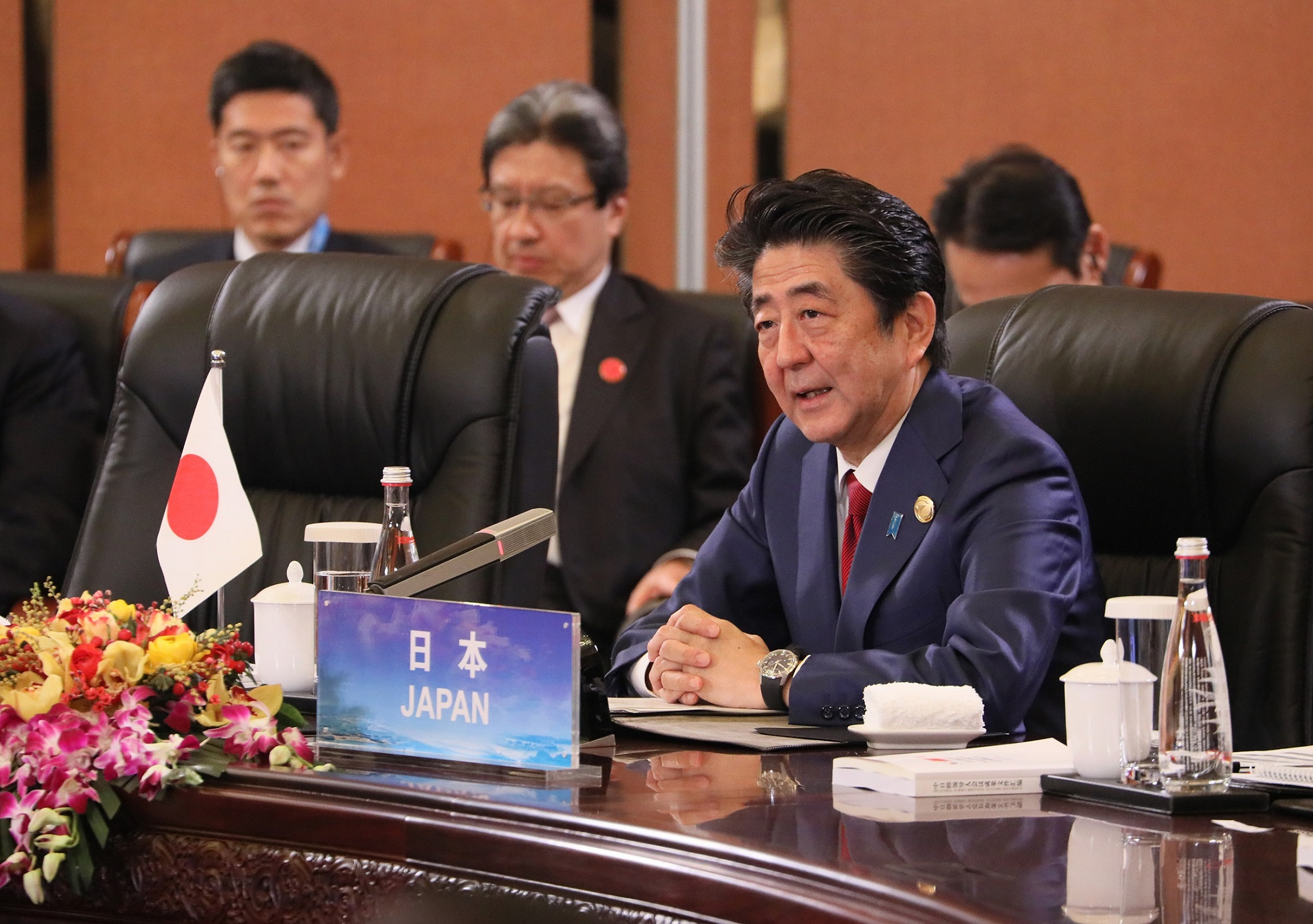 Photograph of the Prime Minister making a statement at the Japan-China-ROK Trilateral Summit Meeting (2)