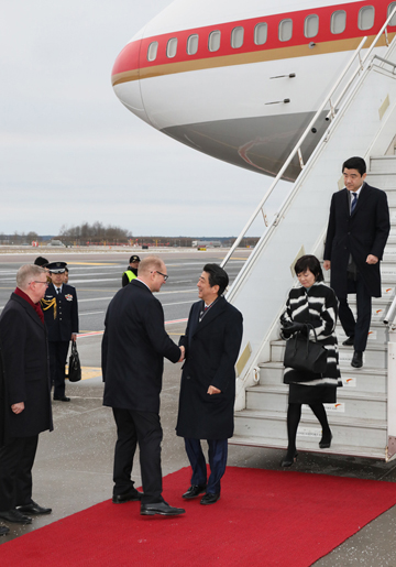 Photograph of the Prime Minister arriving in Estonia (2)