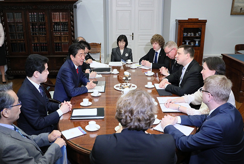 Photograph of the Japan-Estonia Summit Meeting (1)