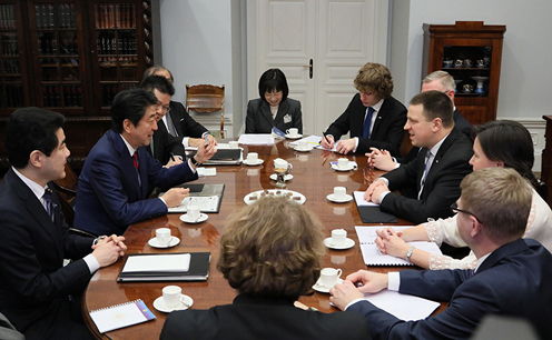 Photograph of the Japan-Estonia Summit Meeting (2)