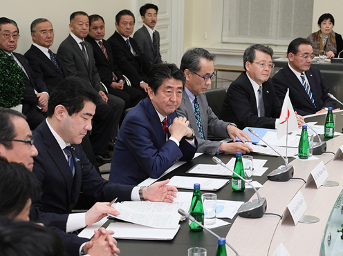 Photograph of the expanded summit meeting with Japanese businesses (3)
