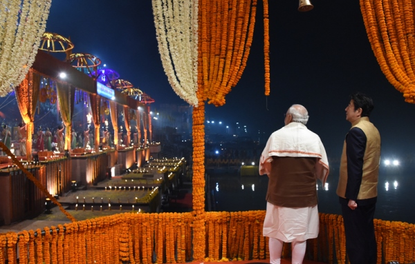Photograph of the Prime Minister observing religious ceremonies at a ghat near the Ganges (3)