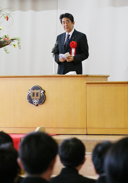 Photograph of the Prime Minister delivering an address at the graduation ceremony (2)