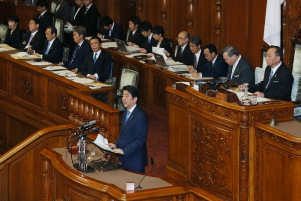 Photograph of the Prime Minister answering questions at the plenary session of the House of Councillors (1)