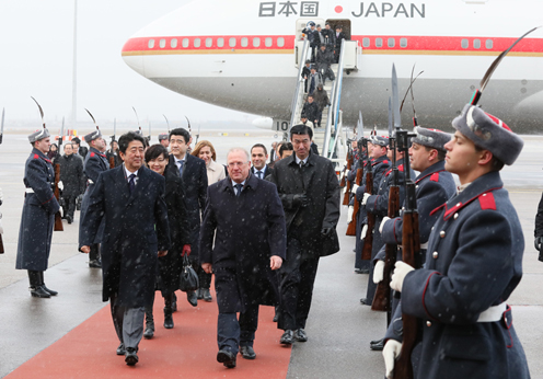 Photograph of the Prime Minister arriving in Bulgaria (2)