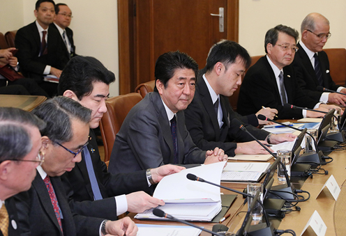 Photograph of the expanded summit meeting with Japanese businesses (1)