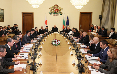 Photograph of the expanded summit meeting with Japanese businesses (2)