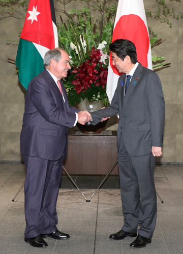 Photograph of the Prime Minister welcoming the Prime Minister of Jordan