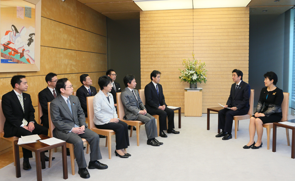 Photograph of the Prime Minister listening to the request