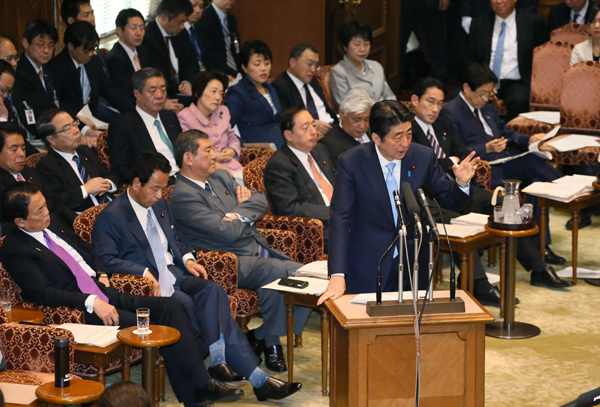Photograph of the Prime Minister answering questions at the meeting of the Budget Committee of the House of Councillors