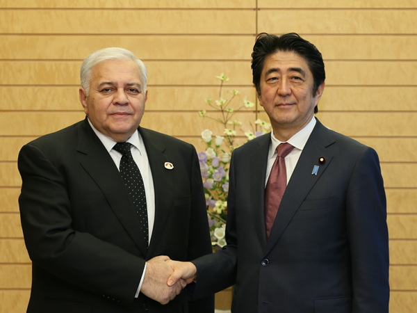 Photograph of Prime Minister Abe shaking hands with the Speaker of Milli Mejlis (Parliament) of Azerbaijan