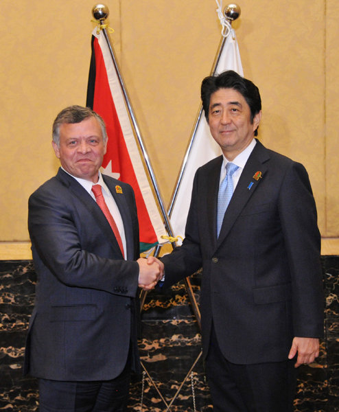 Photograph of the Prime Minister shaking hands with the King of Jordan