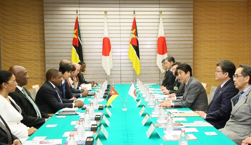 Photograph of the Japan-Mozambique Summit Meeting