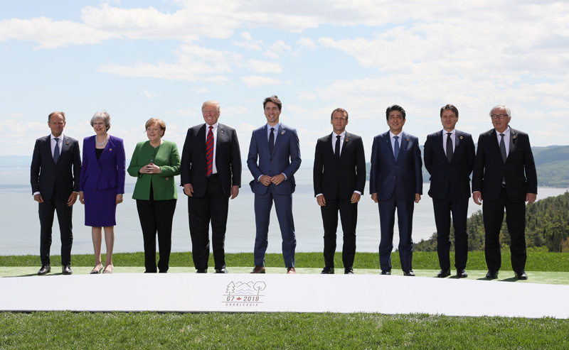 Photograph of the leaders' commemorative photograph session