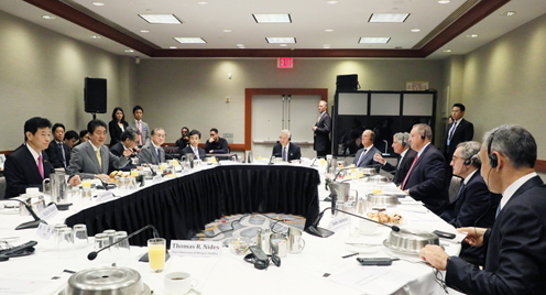 Photograph of the Prime Minister attending the meeting with US CEOs (2)
