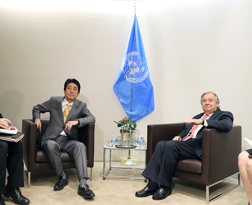 Photograph of the Prime Minister meeting with the Secretary-General of the United Nations (2) (pool photo)
