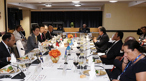 Photograph of the Prime Minister attending the Fourth Japan-Pacific Islands Leaders Meeting (1)