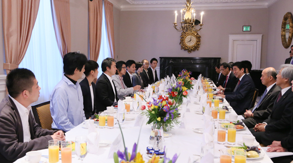 Photograph of the breakfast meeting with Japanese entrepreneurs in Silicon Valley