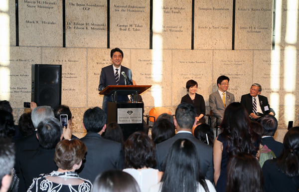 Photograph of the Prime Minister delivering an address at the reception hosted by the Japanese American National Museum
