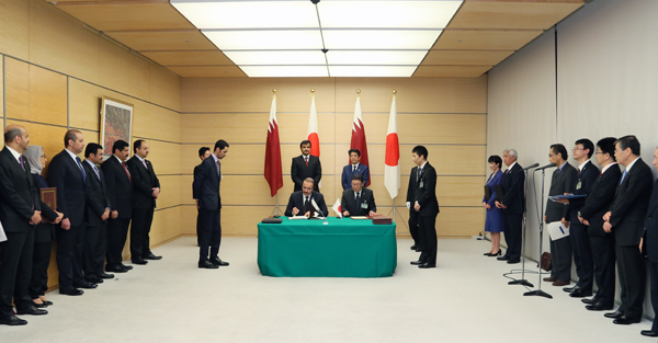 Photograph of the leaders attending the signing ceremony (3)