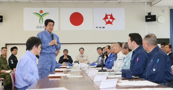 Photograph of the exchange of views with the Governor of Kumamoto Prefecture and others