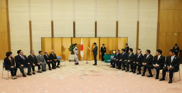 Photograph of the Prime Minister attending the award ceremony (3)