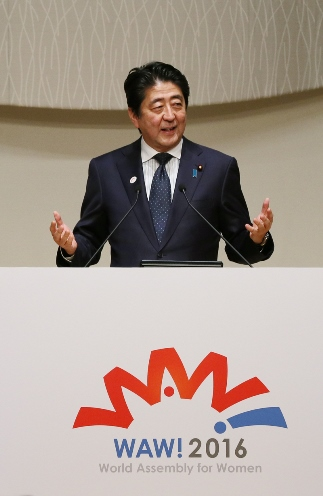 Photograph of the Prime Minister delivering a speech (2)