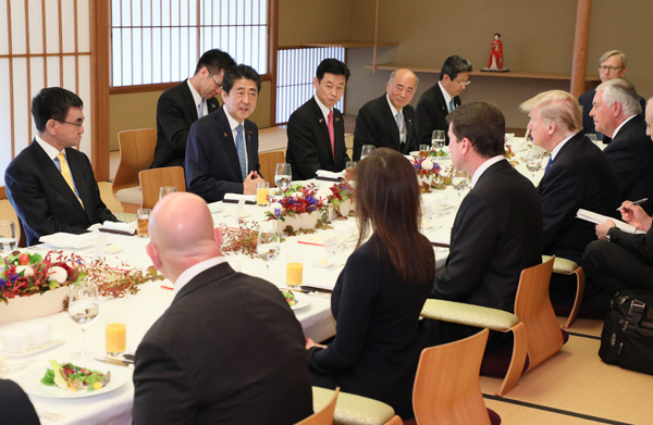 Photograph of the working lunch (2)