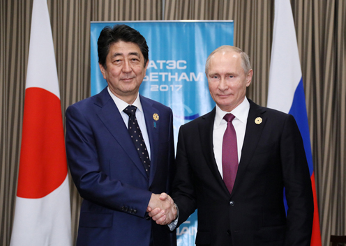 Photograph of the Prime Minister shaking hands with the President of Russia