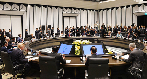 Photograph of the APEC Economic Leaders' Meeting (pool photo) (3)