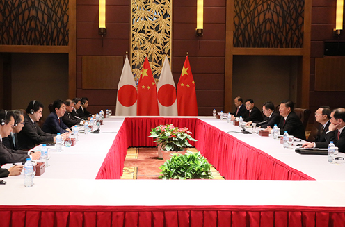 Photograph of the Japan-China Summit Meeting