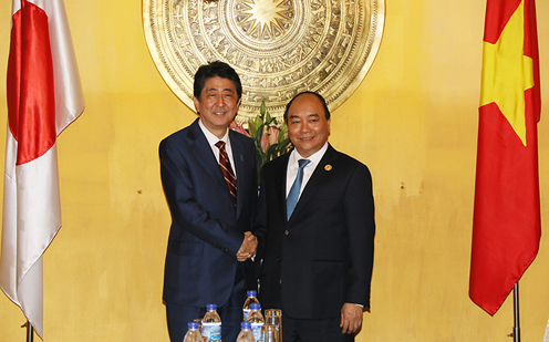 Photograph of the Prime Minister shaking hands with the Prime Minister of Viet Nam