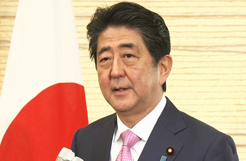 Photograph of Prime Minister Abe holding the press occasion