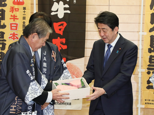 Photograph of the Prime Minister being presented with the Japanese wagyu beef