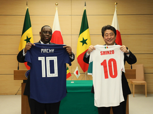 Photograph of the leaders exchanging uniforms (2)