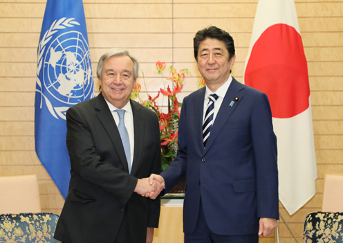Photograph of the Prime Minister shaking hands with the UN Secretary-General
