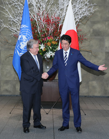 Photograph of the Prime Minister welcoming the UN Secretary-General