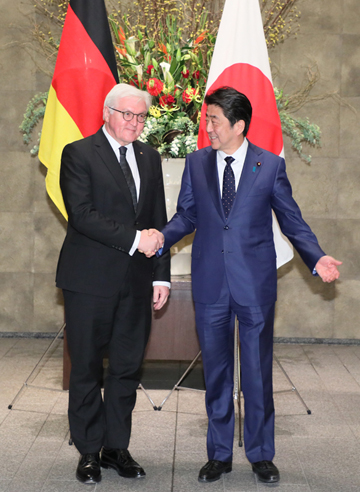 Photograph of the Prime Minister welcoming the President of Germany