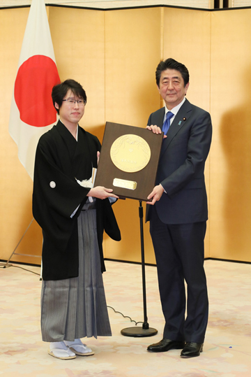 Photograph of the Prime Minister attending the award ceremony (6)