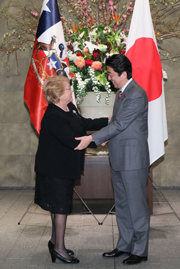 Photograph of the Prime Minister welcoming the President of Chile