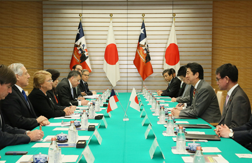 Photograph of the Japan-Chile Summit Meeting