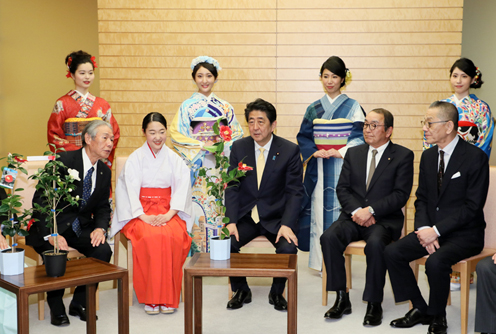 Photograph of the Prime Minister being presented with Kurume camellias