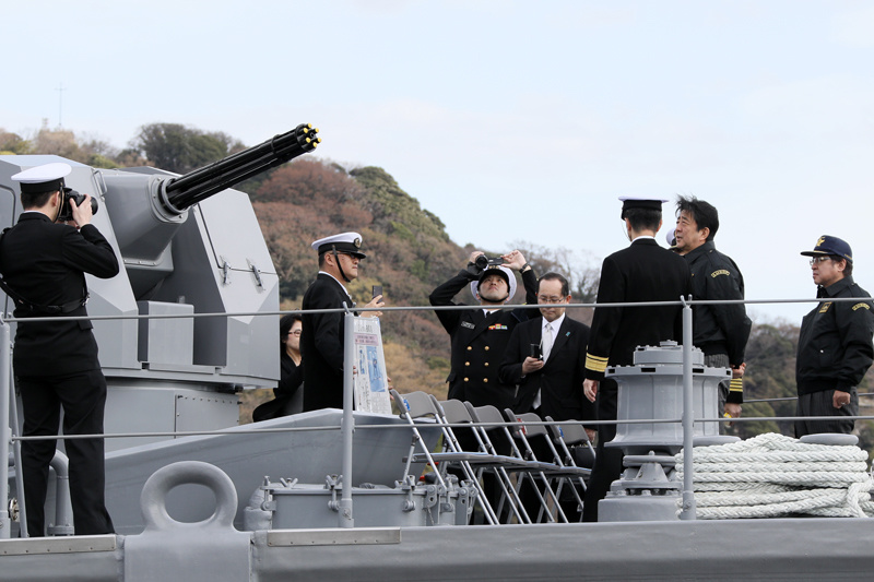 Photograph of the Prime Minister touring the minesweeper J.S. Hatsushima  (minesweeper) (4)