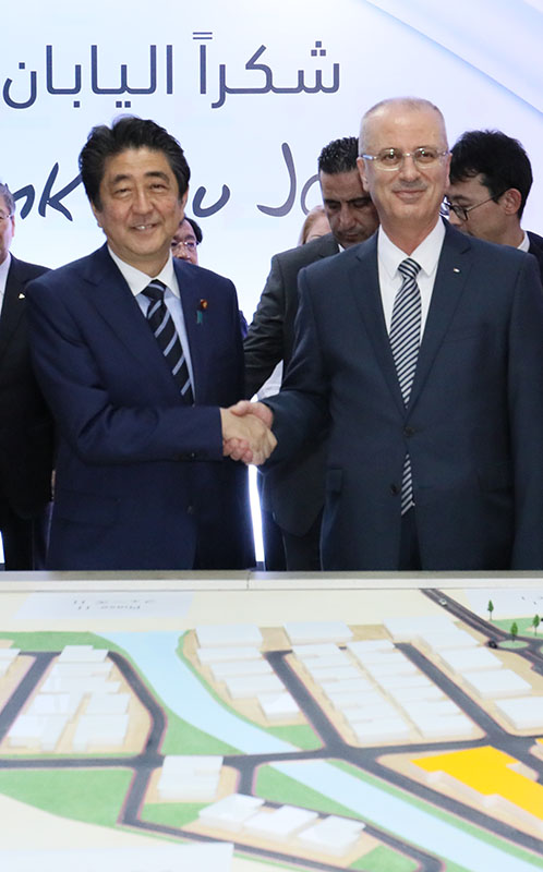 Photograph of the Prime Minister visiting the Jericho Agro-Industrial Park (JAIP)